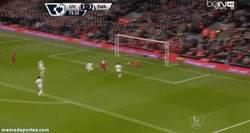 Enlace a GIF: Henderson marca el cuarto para los reds, partido de locos en Anfield