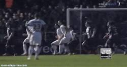 Enlace a GIF: Segundo gol de Ibra, un golazo