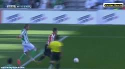 Enlace a GIF: El penalti del Betis, ¿Fuera del área?