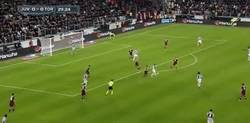 Enlace a GIF: Golazo de Tévez que la da la victoria a la Juve en el clásico de Turín