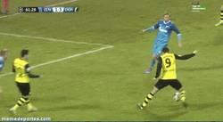 Enlace a GIF: El gol de Lewandoski al Zenit