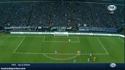 Enlace a GIF: Algo va mal en tu equipo si Benzema te casca 2 goles