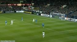 Enlace a GIF: Doblete de Adebayor y el Tottenham a Octavos