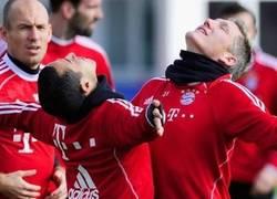 Enlace a Schweinsteiger y Thiago se burlan de la celebración de Alaba y Götze