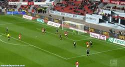 Enlace a GIF: Golazo del Mainz al Leverkusen de tacón