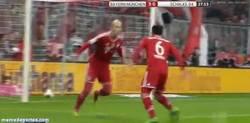 Enlace a GIF: La celebración de Robben y Thiago ¿esto no es burla?