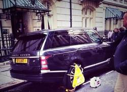 Enlace a Ponen un cepo a la rueda del coche de David Luiz ¿por qué será?