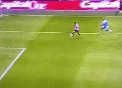 Enlace a GIF: Y éste es el gol de Borini que se come el City ¿será definitivo?