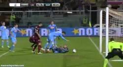 Enlace a GIF: Pepe Reina se hace un gol en propia. Y estos son los porteros que quiere fichar el Barça