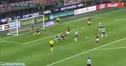 Enlace a GIF: Esto es salvar un gol y lo demás son patrañas