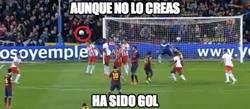 Enlace a Increíble el efecto en el tiro de falta de  Messi