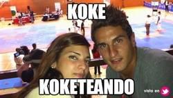 Enlace a Koke koketeando
