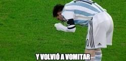 Enlace a Messi y su manía de vomitar en los campos de fútbol