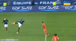 Enlace a GIF: ¿Querías un gol raro? Mira éste de Matuidi a Holanda