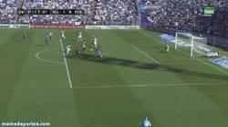 Enlace a GIF: Gol de Rossi al Barça. ¿El Barça empieza perdiendo? Qué raro