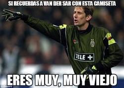Enlace a ¿Recuerdas a Van der Sar con esta camiseta?