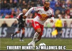 Enlace a TOP 10 de los futbolistas con mayores ingresos. Y yo aquí...