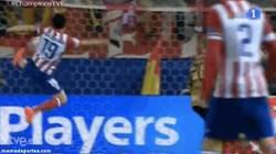 Enlace a GIF: Golazo de Diego Costa al Milan en el minuto 4'