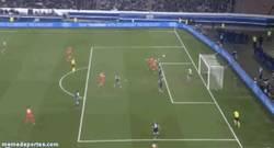 Enlace a GIF: Sorpresa en París ¡Gol de Sidney Sam al PSG!