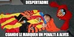 Enlace a Despertadme cuando le marquen un penalti a Alves