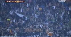 Enlace a GIF: Los aficionados del Betis se vuelven locos tras el gol