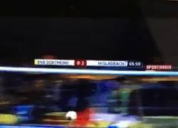 Enlace a GIF: Tras su fail de la semana pasada, paradón de Ter Stegen a un tiro de Lewandowski