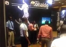 Enlace a GIF: BRUTAL. Gente intentando hacer el salto de Cristiano Ronaldo
