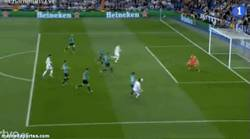 Enlace a GIF: Gol del Madrid al Schalke. Adivina de quién