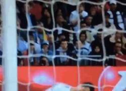 Enlace a GIF: El Real Madrid resbalando los dos últimos partidos de liga