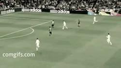 Enlace a GIF: El gol de CR7 que lo acerca a solo 1 gol del récord de Messi