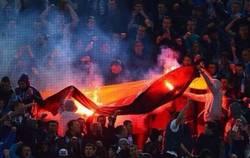 Enlace a Hinchas del Zenit celebran el 2-1 quemando una bandera alemana