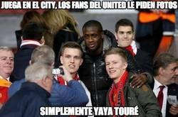 Enlace a Juega en el City, los fans del United le piden fotos