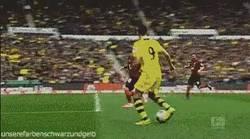Enlace a GIF: Golazo de Lewandowski, lo que se pierde el BVB la temporada que viene