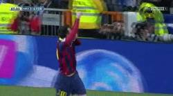 Enlace a GIF: Ha habido intento de mecherazo a Messi