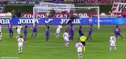 Enlace a GIF: Golazo de Balotelli de tiro libre ante la Fiorentina