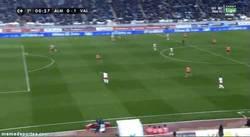 Enlace a GIF: El histórico gol de Keita al Almería a los 8 segundos