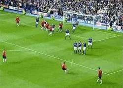 Enlace a [REMEMBER] Ahora que quiere comprarlo, el último gol de David Beckham en el Manchester United