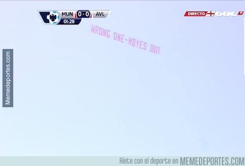 290142 - LIVE: Pancarta que sobrevuela Old Trafford que pide la destitución de Moyes