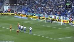 Enlace a GIF: Gol de penalty de Messi. Los últimos 3 goles de Pessi son de penalty