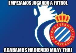 Enlace a El Espanyol empieza jugando a fútbol y luego...