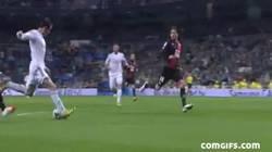 Enlace a GIF: Tremendo Fail de Gareth Bale que le pudo dar el segundo al Madrid