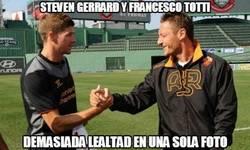 Enlace a Steven Gerrard y Francesco totti