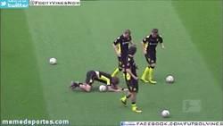 Enlace a GIF: Mientras tanto, en Dortmund