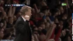 Enlace a GIF: Moyes se las prometía muy felices tras el gol de Vidic