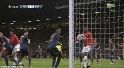 Enlace a GIF: El gol de Vidic a cámara lenta y las reacciones de los jugadores