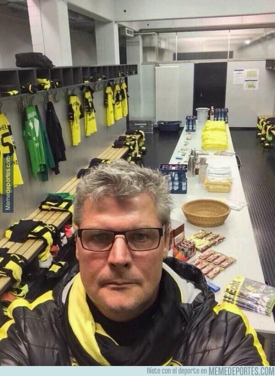 295650 - El selfie del utillero del Borussia Dortmund. Ya que todos lo hacían...