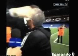 Enlace a GIF: Zlatan Ibrahimovic le desea buena suerte a Mourinho