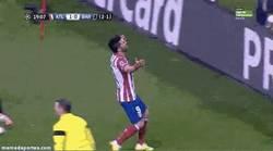 Enlace a GIF: A Villa se le ve con rabia y ganas de marcar al Barça. 2 postes lleva ya