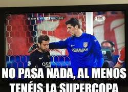 Enlace a Courtois consolando a Jordi Alba