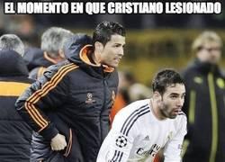 Enlace a El momento en que Cristiano lesionado hace más por su equipo que Messi en el campo